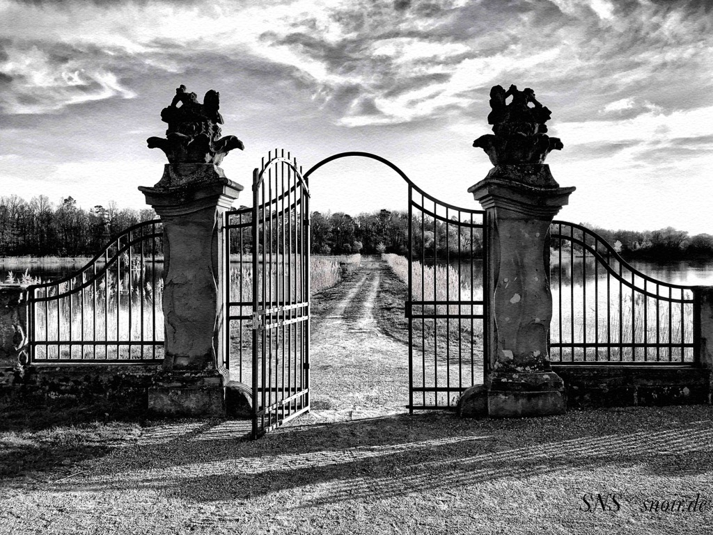 Schloss Seehof SW April 20